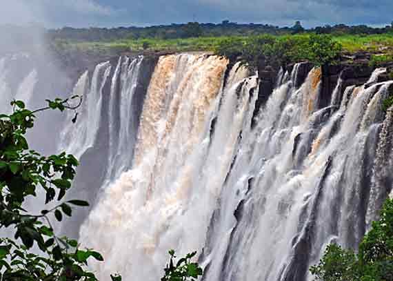 Die Victoria Fälle - an der Grenze zwischen Simbabwe und Sambia ( Urlaub, Reisen, Lastminute-Reisen, Pauschalreisen )