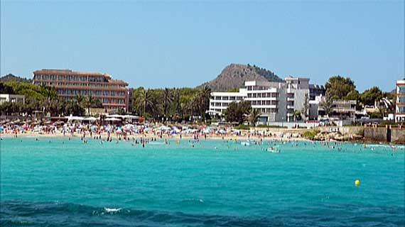 Hotel Serrano Palace (rechts) – Cala Ratjada, Mallorca ( Urlaub, Reisen, Lastminute-Reisen, Pauschalreisen )