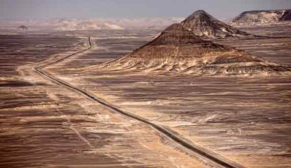 Schwarze Wüste bei Bahariya und Farafra Oasen, Ägypten ( Urlaub, Reisen, Lastminute-Reisen, Pauschalreisen )