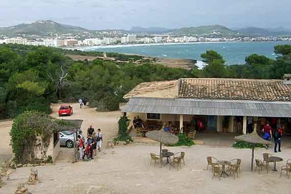 Blick vom Castell de sa Punta de n'Amer auf Cala Millor, Mallorca ( Urlaub, Reisen, Lastminute-Reisen, Pauschalreisen )
