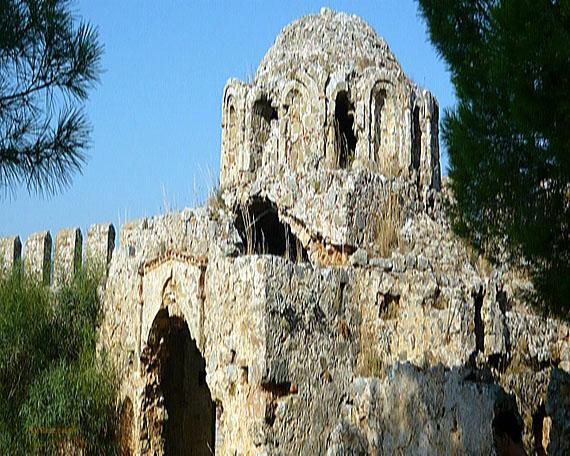 Byzantinische Kirche in der Zitadelle auf dem Burgberg in Alanya, Türkische Riviera, Türkei ( Urlaub, Reisen, Lastminute-Reisen, Pauschalreisen )