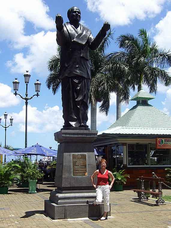 Indischer Ozean, Mauritius - Statue Port Louis Waterfront ( Urlaub, Reisen, Lastminute-Reisen, Pauschalreisen )