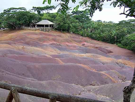 Indischer Ozean, Mauritius - Naturphänomen Farbige Erde ( Urlaub, Reisen, Lastminute-Reisen, Pauschalreisen )