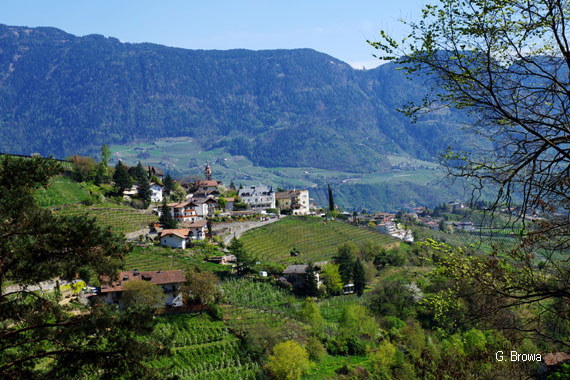 Dorf Tirol bei Meran - Suedtirol, Italien, Wandern, Hotel