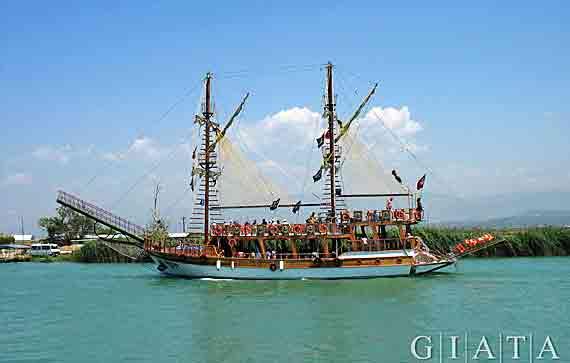 Ausflugsschiff in Manavgat, Side, Türkische Riviera, Türkei ( Urlaub, Reisen, Lastminute-Reisen, Pauschalreisen )