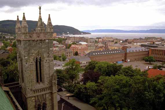 Blick vom Nidarosdom auf Trondheim, Norwegen ( Urlaub, Reisen, Lastminute-Reisen, Pauschalreisen )