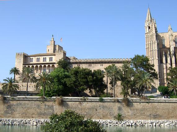 Almudaina Palast (Königspalast) in Palma de Mallorca, Spanien (Reisen, Urlaub, Lastminute)