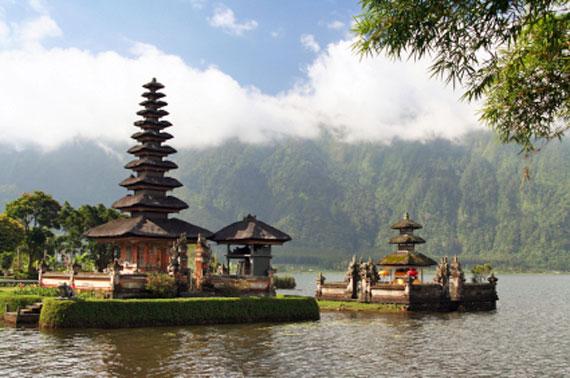 Indonesien, The Ulun Danau Temple auf Bali ( Urlaub, Reisen, Lastminute-Reisen, Pauschalreisen )