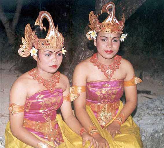 Indonesien, Bali - Tänzerinnen (Urlaub, Reisen, Last-Minute-Reisen, Pauschalreisen)