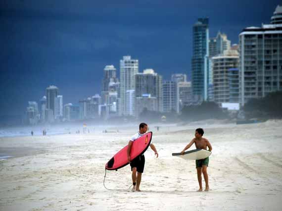 Australien, Queensland - Surfer in Gold Coast (Urlaub, Reisen, Last-Minute-Reisen, Pauschalreisen)