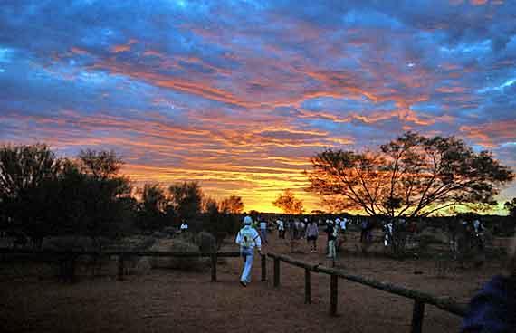 Australien, Ayers Rock in der Nähe von Alice Springs ( Urlaub, Reisen, Lastminute-Reisen, Pauschalreisen )