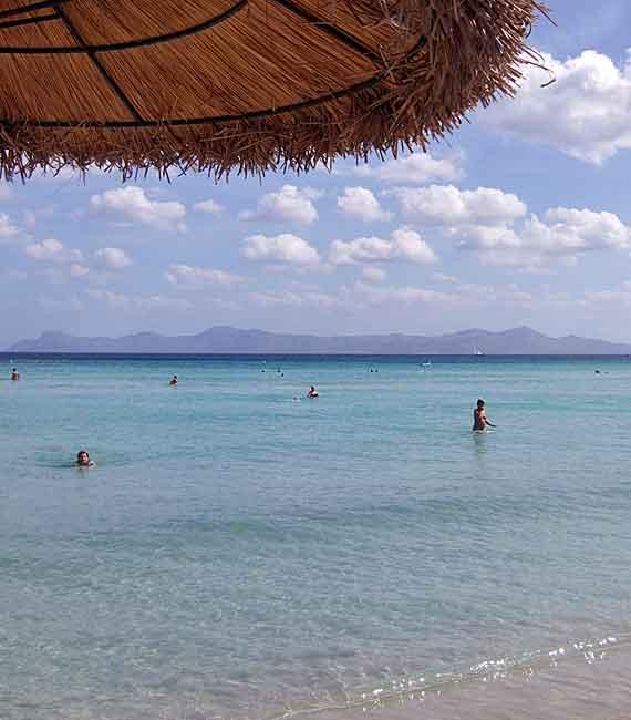 Bucht von Alcudia, Mallorca, Balearen, Spanien ( Urlaub, Reisen, Lastminute-Reisen, Pauschalreisen )