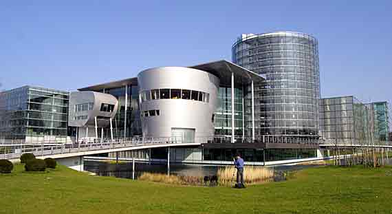 Gläserne Manufaktur der Volkswagen AG, Dresden, Sachsen, Deutschland