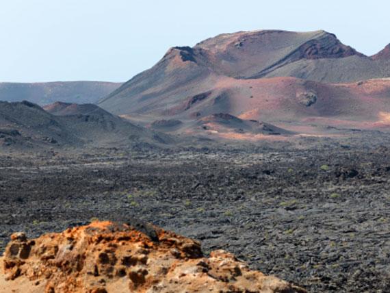 Kanaren, Lanzarote - Vulkanlandschaft ( Urlaub, Reisen, Lastminute-Reisen, Pauschalreisen )