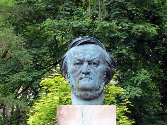 Bayreuth, Grüner Hügel – Wagner Büste  (Urlaub, Reisen, Last-Minute-Reisen, Pauschalreisen)