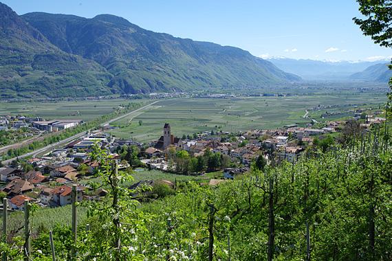 Marling bei Meran, Südtirol, Italien ( Urlaub, Reisen, Ferien, Wandern, Waalweg )