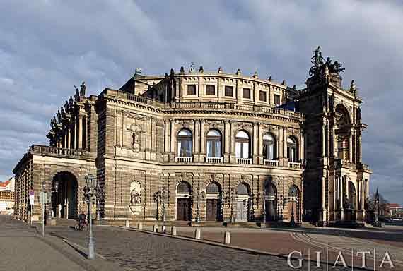 Semperoper in Dresden, Sachsen, Deutschland (Urlaub, Reisen, Last-Minute-Reisen)