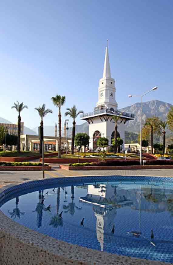 Uhrenturm in Kemer, Türkei, Türkische Riviera ( Urlaub, Reisen, Lastminute-Reisen, Pauschalreisen )