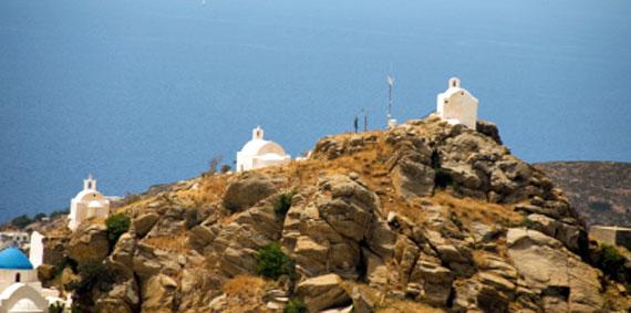 Griechische Insel Ios (Kykladen Inseln) - Kirchen am Berg ( Urlaub, Reisen, Lastminute-Reisen, Pauschalreisen )