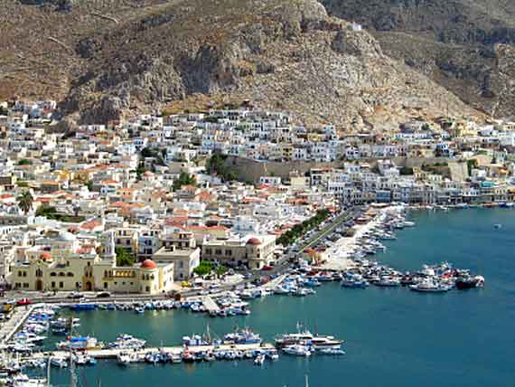Griechischen Insel Kalymnos (Dodekanes Inseln) - Luftaufnahme Hafen ( Urlaub, Reisen, Lastminute-Reisen, Pauschalreisen )