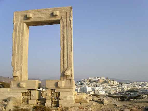 Griechische Insel Naxos (Kykladen Inseln) - unvollendeter Dionysos-Tempel und Naxos-Stadt ( Urlaub, Reisen, Lastminute-Reisen, Pauschalreisen )