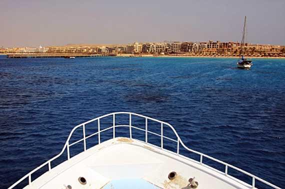 Makadi Bay vom Schiff aus, Hurghada, Ägypten ( Urlaub, Reisen, Lastminute-Reisen, Pauschalreisen )