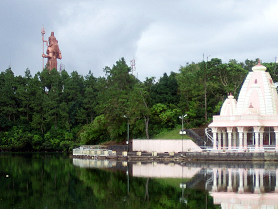 Indischer Ozean, Mauritius - Hindu Tempel Ganga Talao am Gran Bassin ( Urlaub, Reisen, Lastminute-Reisen, Pauschalreisen )