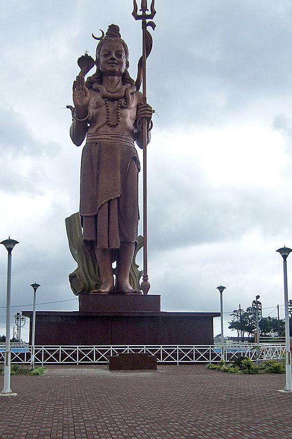 Indischer Ozean, Mauritius - Shiva Statue, Hindu Tempel Ganga Talao am Gran Bassin ( Urlaub, Reisen, Lastminute-Reisen, Pauschalreisen )